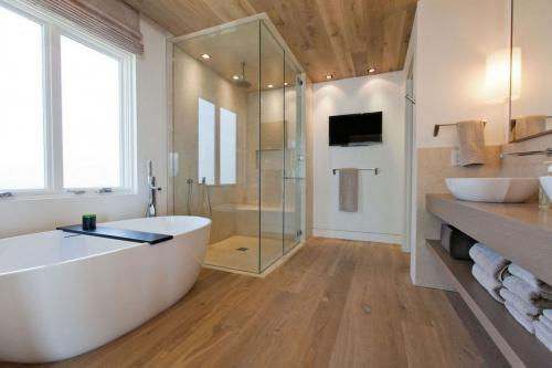 modern-bathroom-30-design-ideas-for-your-private-heaven-freshome-com-5b6db751af98d
