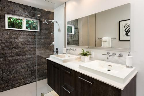 modern-bathroom-colors-best-for-2018-based-on-popularity